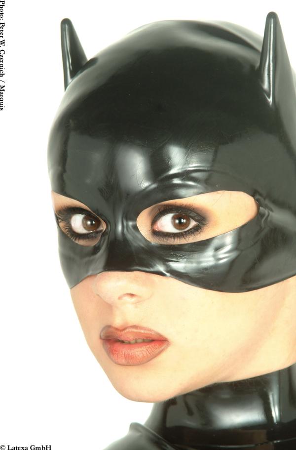 zhenskaya-maska-iz-lateksa