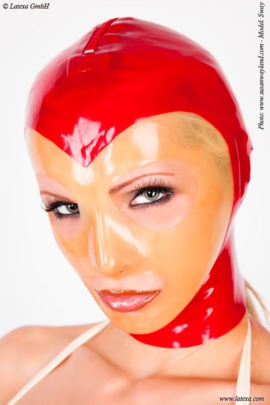 Женская маска из латекса